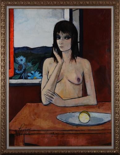 Femme vue a une table